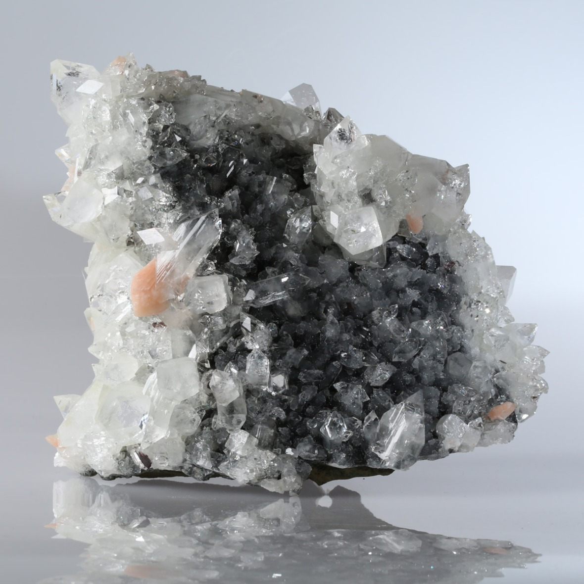 Apophyllite photographed by Serge Briez for Imagin'all (http://www.cristaux-sante.com)