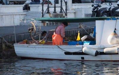 Fisherman on Lipari port, Aeolian island photographed by Serge Briez ©2014 Cap médiations, Thera Explorer