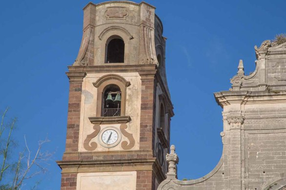Bell tower to the Basilica San Bartolomeo, Lipari photographed by Serge Briez ©2014 Cap médiations, Thera Explorer