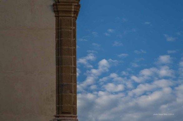 Column to the Basilica San Bartolomeo, Lipari photographed by Serge Briez ©2014 Cap médiations, Thera Explorer