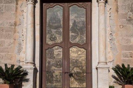 Bronze door to the Basilica San Bartolomeo, Lipari photographed by Serge Briez ©2014 Cap médiations, Thera Explorer