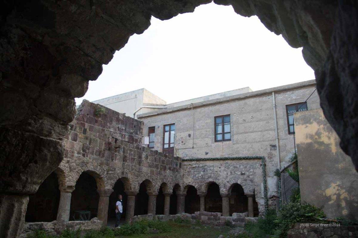 Cloister adjacent to the Basilica San Bartolomeo, Lipari photographed by Serge Briez ©2014 Cap médiations, Thera Explorer