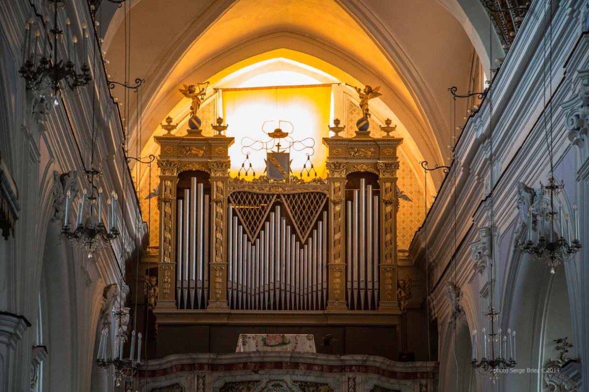 Orgue in the Basilica San Bartolomeo, Lipari Island photographed by Serge Briez ©2014 Cap médiations, Thera Explorer