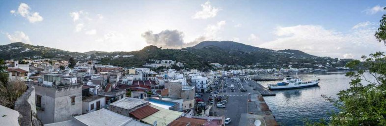 Lipari bay's Panoramic, view from the top of the fortress photographed by Serge Briez ©2014 Cap médiations, Thera Explorer