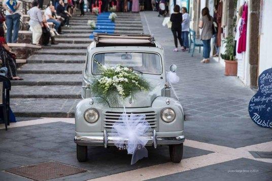 the bride's car is advanced, Lipari port photographed by Serge Briez ©2014 Cap médiations, Thera Explorer