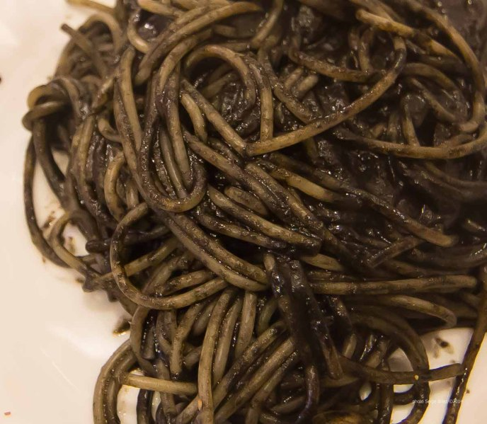 "Spaghetti in squid ink (al nero) in spaghetteria ""Do Scogghiu"" Ortigia Island, Syracuse, photographed by Serge Briez ©2014 Cap médiations, Thera Explorer"