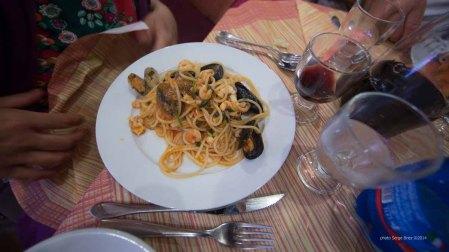 "Spaghetti with seafood in spaghetteria ""Do Scogghiu"" Ortigia Island, Syracuse, photographed by Serge Briez ©2014 Cap médiations, Thera Explorer"