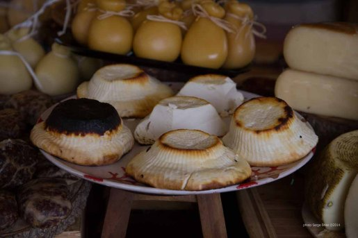 Grilled ricotta, Market Syracuse photographed by Serge Briez ©2014 Cap médiations, Thera Explorer