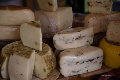 Sicily's Cheese, Market Syracuse photographed by Serge Briez ©2014 Cap médiations, Thera Explorer