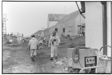 Argentina civils scrappers on falklands, Leith harbour, March, 1982, photographed by Serge Briez, ©2014 Cap médiations