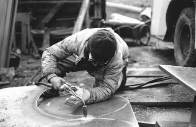 Argentina civils scrap workers on falklands, Leith harbour, March, 1982, photographed by Serge Briez, ©2014 Cap médiations