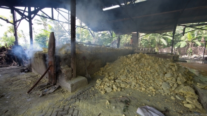 Sulfur Boiler in Java photographed by Serge Briez