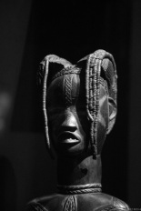 statute maternity, Ivory Coast, Primitive art,in museum quai Branly photographed by Serge Briez, ©2014 Cap médiations