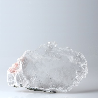 Selenite gemstone photographed by Serge Briez for Imagin'all (http://www.cristaux-sante.com)
